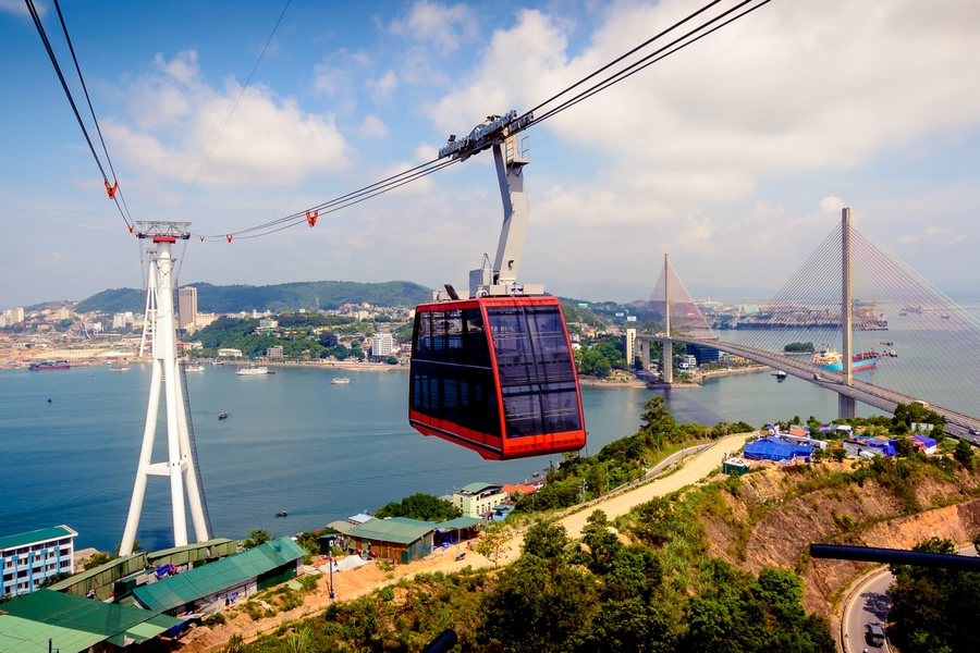 Cable car leasing visitors to Sun Wheel
