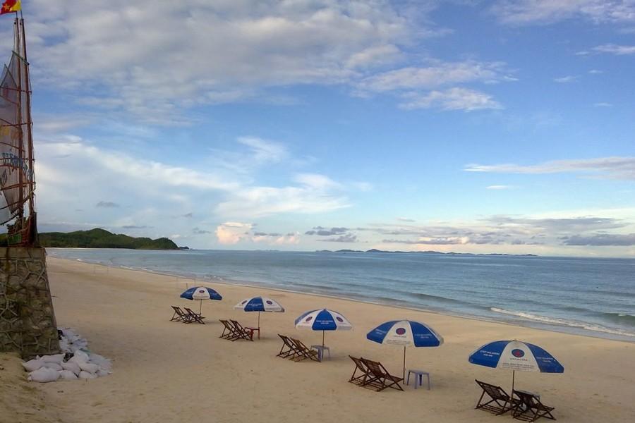 Minh Chau Beach, Quan Lan Island