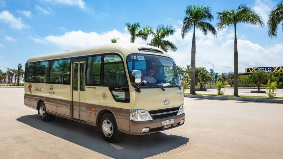 A shuttle bus from Hanoi to HaLong bay